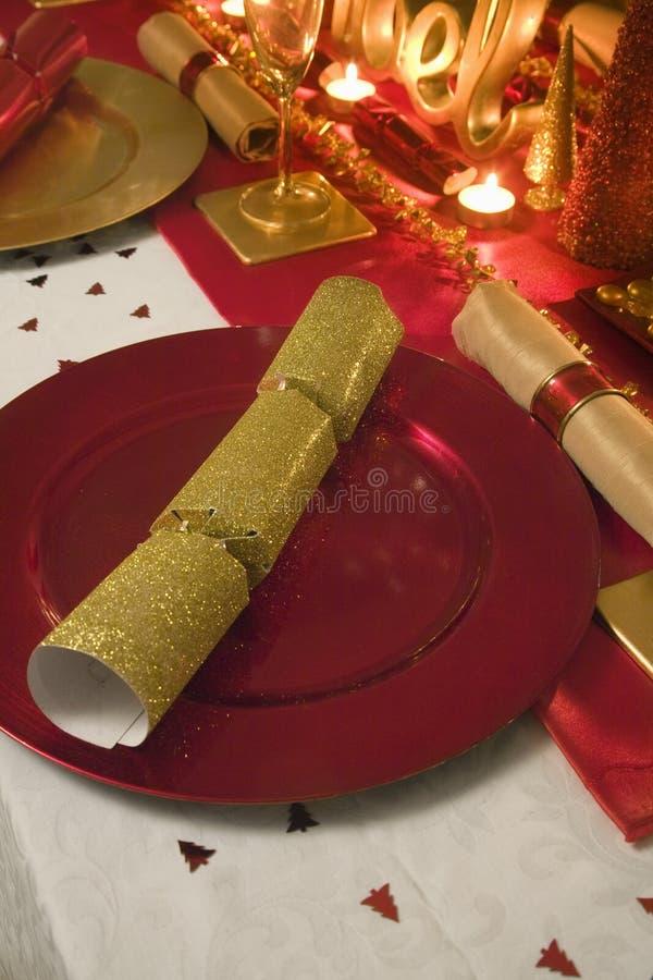 Ο πίνακας διακόσμησε κόκκινος και χρυσός για τη ημέρα των Χριστουγέννων στοκ φωτογραφία με δικαίωμα ελεύθερης χρήσης