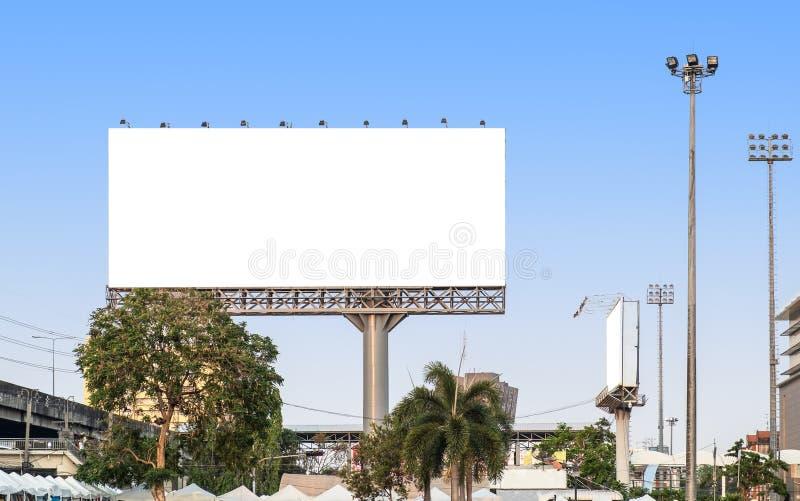 Ο πίνακας διαφημίσεων διαφημίζει μεγάλο στη Μπανγκόκ στοκ φωτογραφία με δικαίωμα ελεύθερης χρήσης