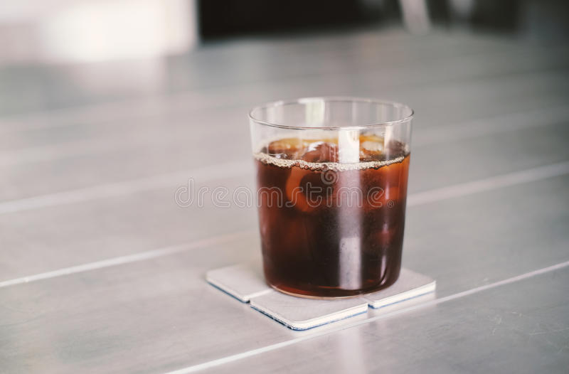 Ο παγωμένος καφές ή το κρύο παρασκευάζει τον καφέ στοκ φωτογραφία