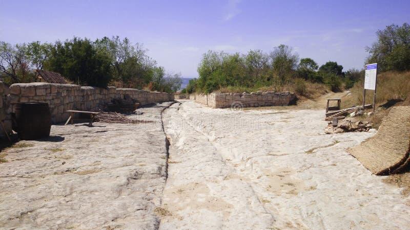Ο παλαιός δρόμος πετρών στην αρχαία θέση στοκ φωτογραφία με δικαίωμα ελεύθερης χρήσης