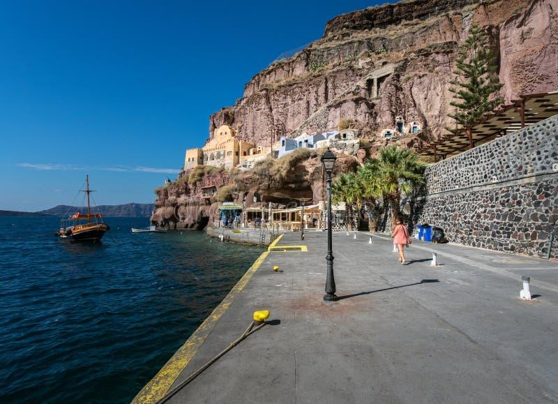 Ο παλαιός λιμένας του άσπρου νησιού Santorini στοκ εικόνα με δικαίωμα ελεύθερης χρήσης