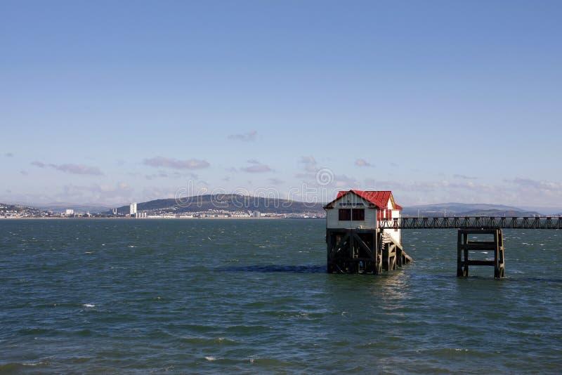 Ο παλαιός σταθμός ναυαγοσωστικών λέμβων RNLI, μουρμουρίζει, Σουώνση στοκ εικόνα