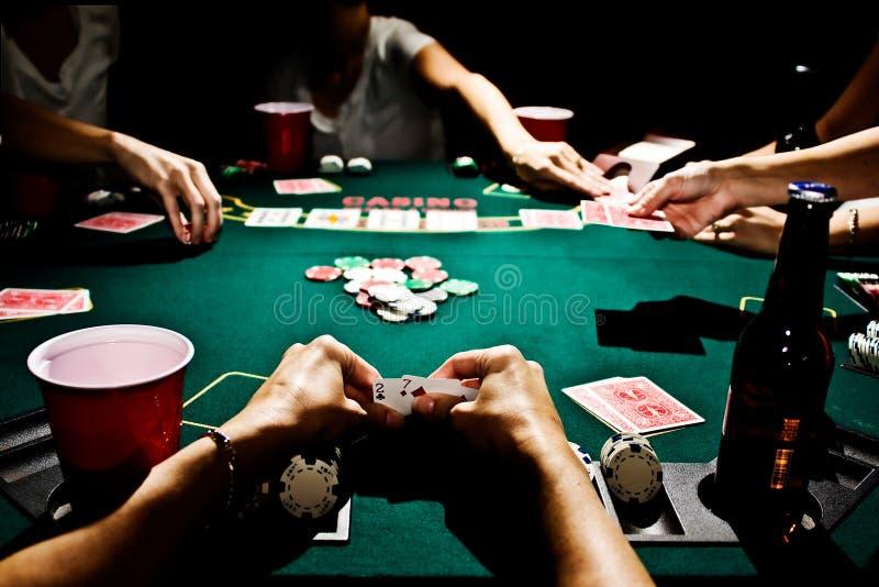 Ο πιό χειρότερα παραδώστε το πόκερ στοκ εικόνες