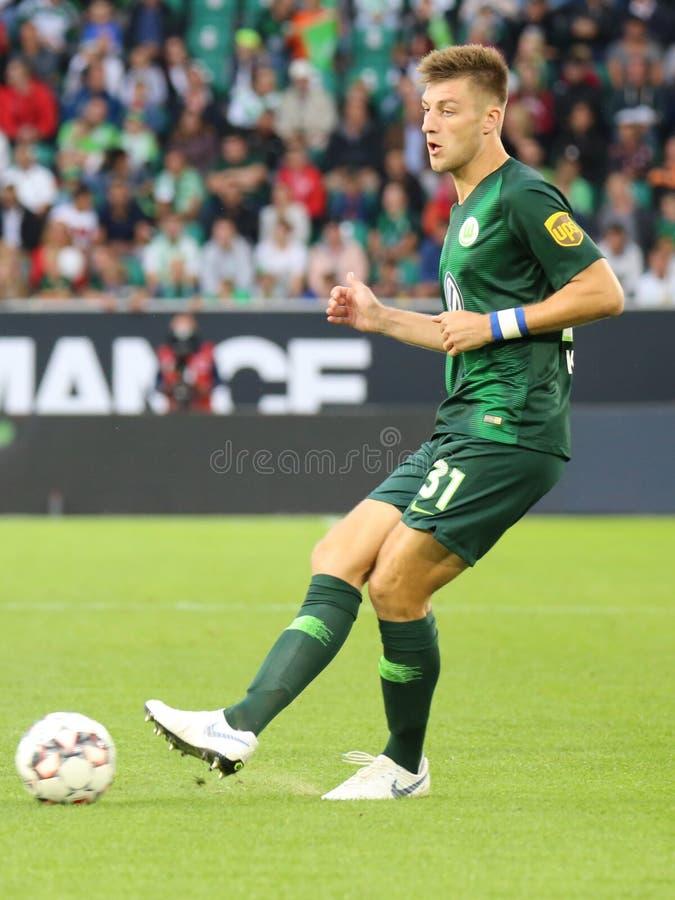 Ο ποδοσφαιριστής Robin Knoche κλωτσά τη σφαίρα στοκ φωτογραφίες με δικαίωμα ελεύθερης χρήσης