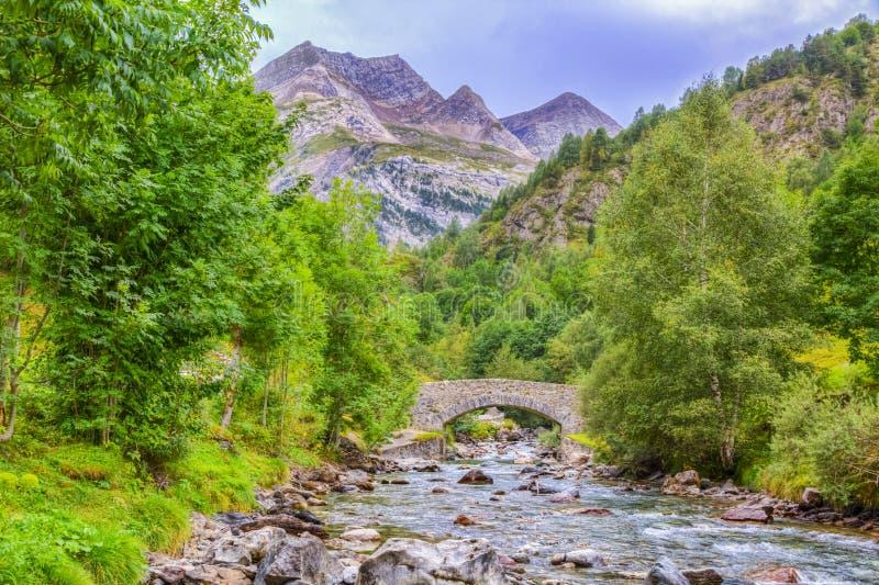 Ο ποταμός έδωσε το de Gavarnie στοκ εικόνες