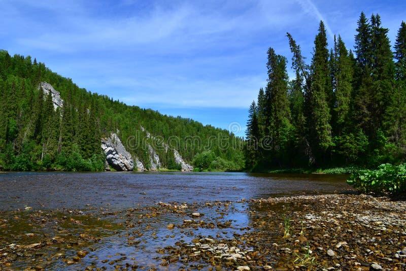 Ο ποταμός βόρειων Ουραλίων στοκ εικόνα με δικαίωμα ελεύθερης χρήσης