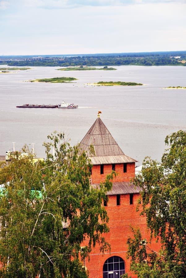 Ο ποταμός και το Κρεμλίνο του Βόλγα σε Nizhny Novgorod, Ρωσία στοκ εικόνα