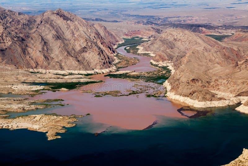 Ο ποταμός του Κολοράντο ενώνει το υδρόμελι λιμνών στοκ εικόνα με δικαίωμα ελεύθερης χρήσης