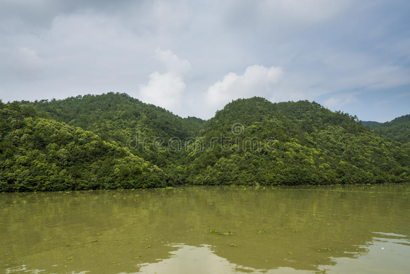 Download Ο ποταμός τρία Fuchun μικρό τοπίο φαραγγιών Στοκ Εικόνες - εικόνα από κίνα, επαρχία: 62710606