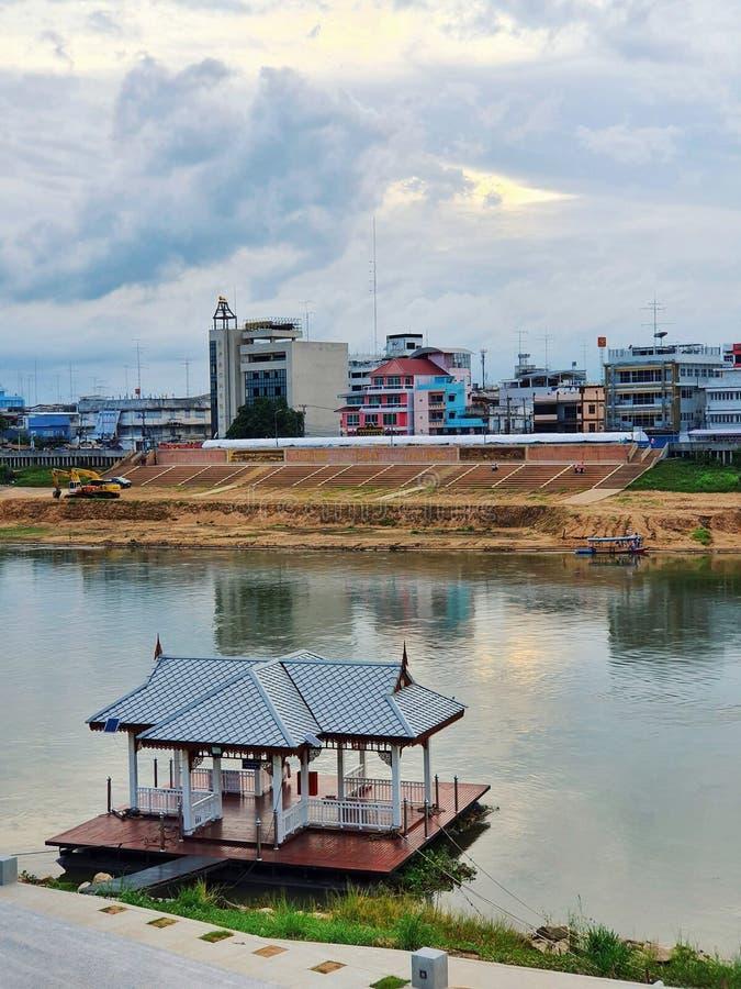 Ο ποταμός Τσάο Φράγια και η πόλη Νακονσάουαν, Ταϊλάνδη στοκ εικόνες με δικαίωμα ελεύθερης χρήσης