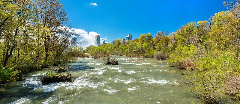 Ο ποταμός Niagara που βλέπει ΗΠΑ από το νησί αιγών - Νέα Υόρκη, στοκ φωτογραφία