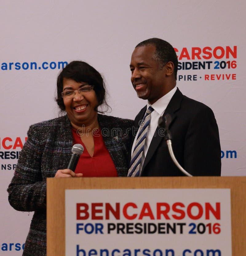 Ο προεδρικός Δρ υποψηφίων Ben Carson και καραμέλα Carson συζύγων στο ρ στοκ εικόνα με δικαίωμα ελεύθερης χρήσης