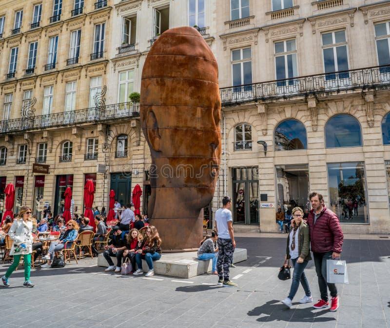 Ο προϊστάμενος της Sanna στο κύριο τετραγωνικό ` Place de Λα Comedie ` στοκ εικόνες