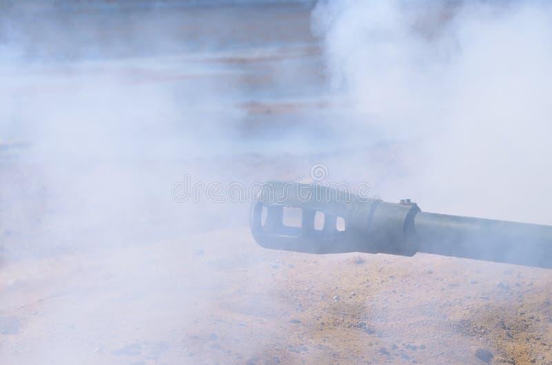 Ο πυροβολισμός του βλήματος από το πυροβολικό στοκ φωτογραφία με δικαίωμα ελεύθερης χρήσης