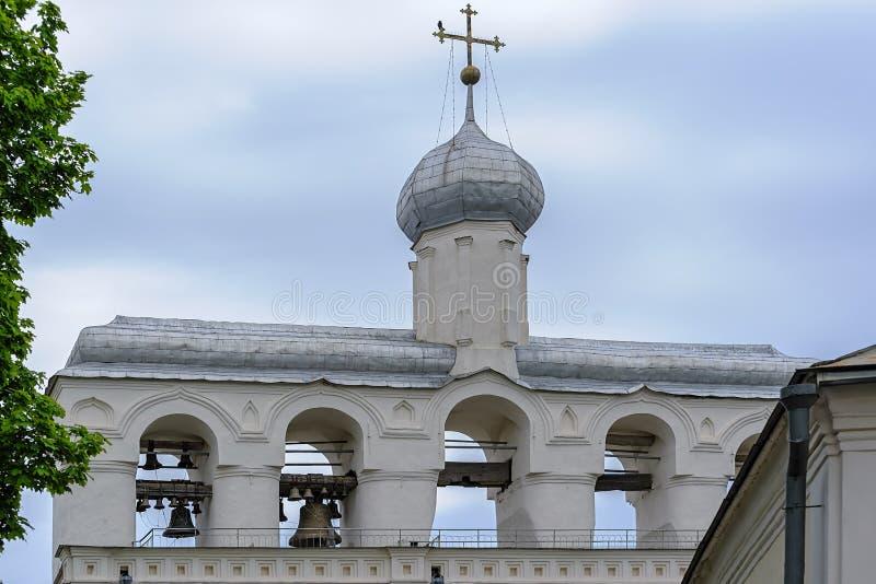 Ο πύργος κουδουνιών του καθεδρικού ναού του ST Sophia σε Veliky Novgorod, Russi στοκ φωτογραφίες