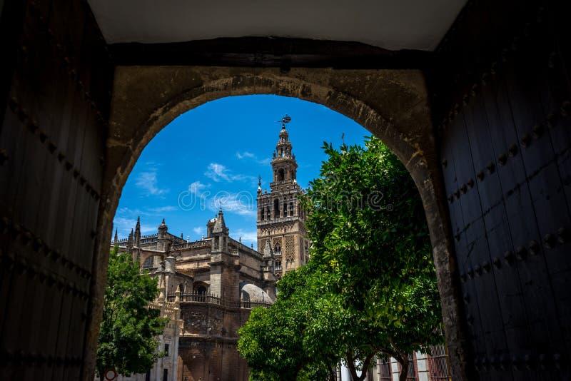 Ο πύργος κουδουνιών Giralda στη Σεβίλη, Ισπανία, Ευρώπη στοκ εικόνες
