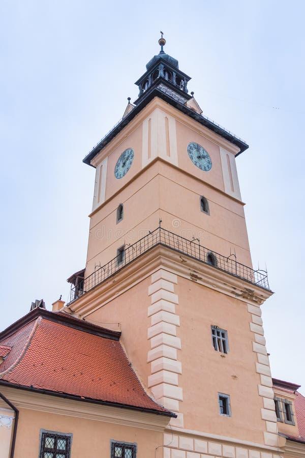 Ο πύργος ρολογιών του ιστορικού μουσείου στην παλαιά πόλη Brasov στη Ρουμανία στοκ φωτογραφία με δικαίωμα ελεύθερης χρήσης