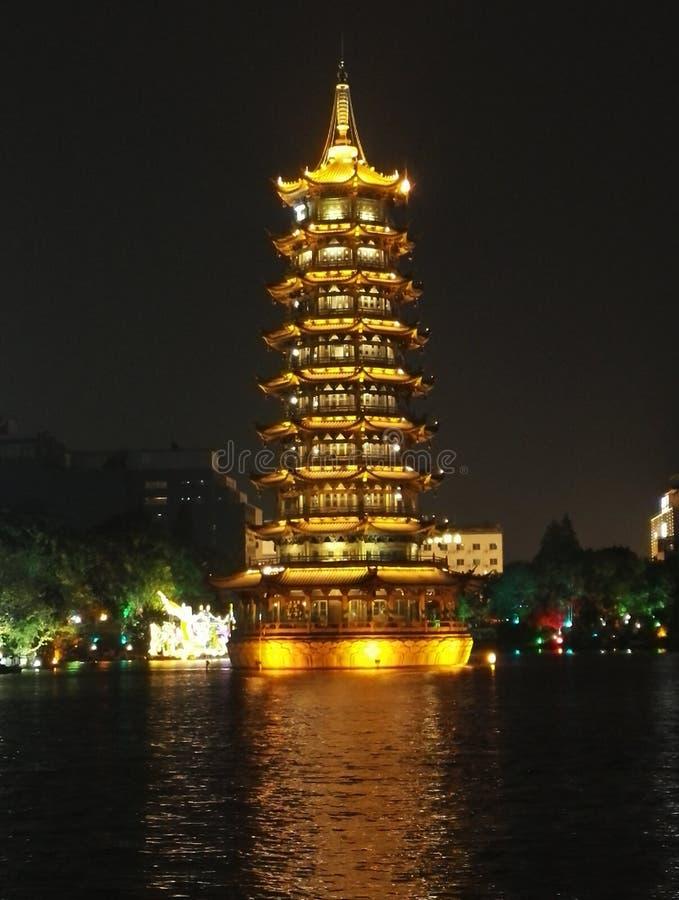 Ο πύργος του ήλιου και της σελήνης στο Guilin στοκ φωτογραφίες