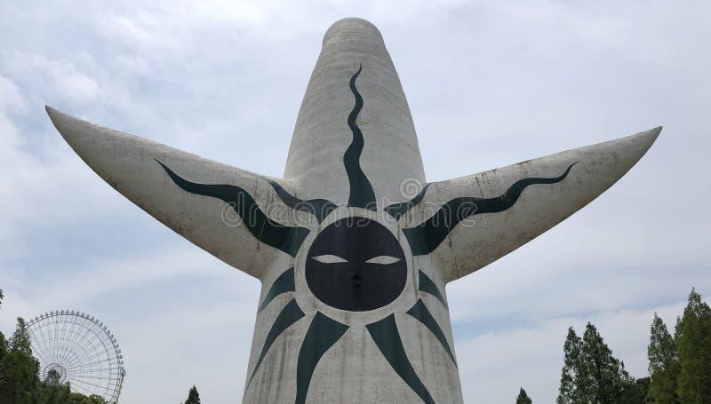 """Ο πύργος του ήλιου Taiyou κανένα Tou είναι ένα ορόσημο στο αναμνηστικό πάρκο EXPO """"70 στην Οζάκα, Ιαπωνία στοκ φωτογραφία με δικαίωμα ελεύθερης χρήσης"""