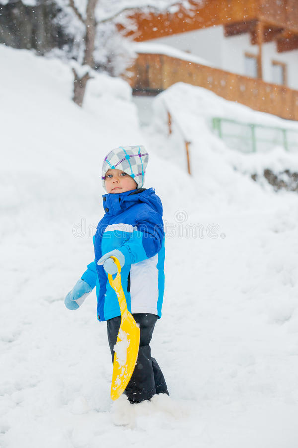ο ρυθμιστής αγοριών πηγαίνει χιόνι κλίσεων στοκ φωτογραφία