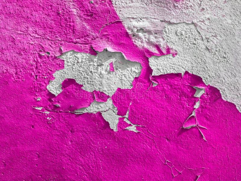 Ο ρόδινος τοίχος με χρωματίζει ξεφλουδίζω-μακριά στοκ φωτογραφία με δικαίωμα ελεύθερης χρήσης