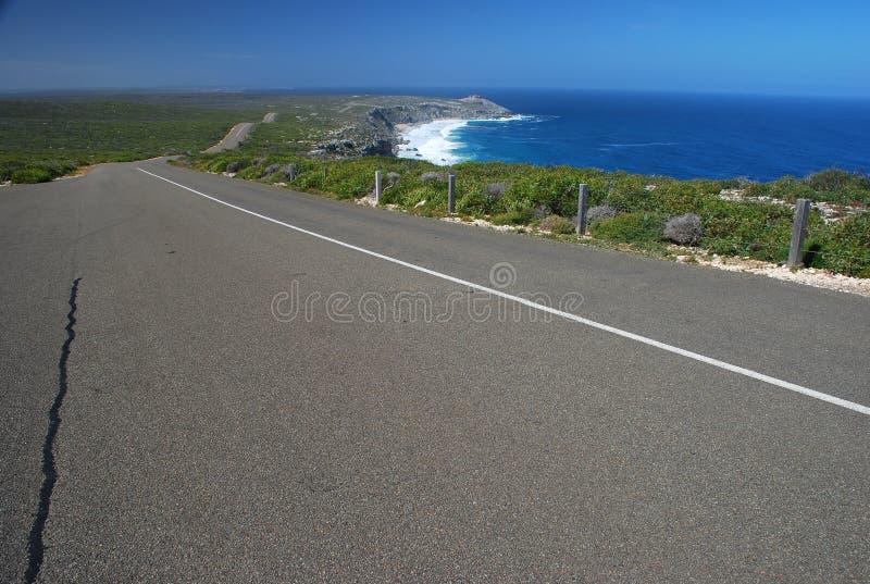 Ο δρόμος στους αξιοπρόσεκτους βράχους. Νησί καγκουρό στοκ εικόνες