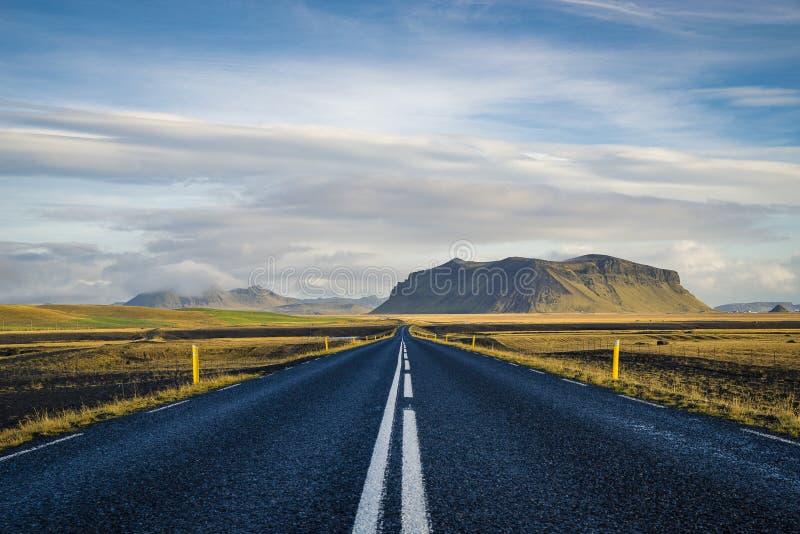 Ο δρόμος συνεχίζεται πάντα στοκ εικόνα