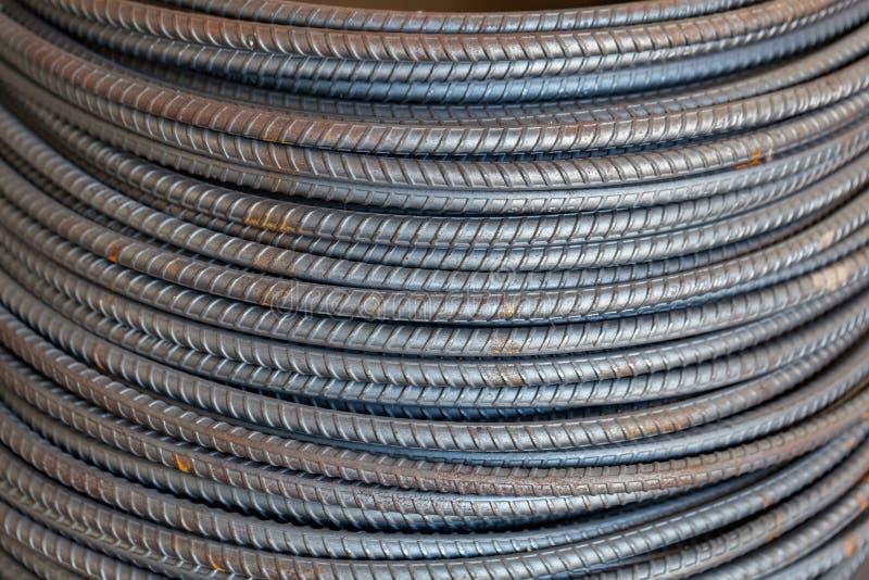 Ο σίδηρος επικαλύπτει διάφορες γραμμές Ενισχυμένος φραγμός χάλυβα στοκ φωτογραφία