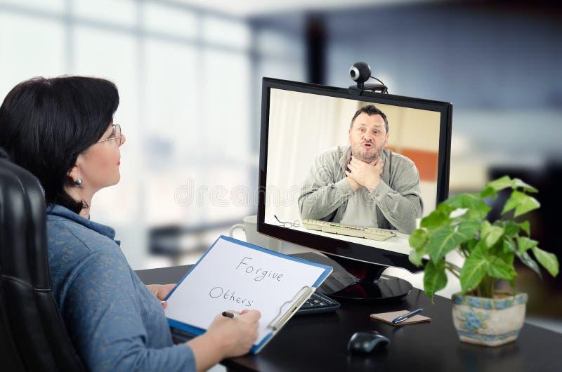 Ο σε απευθείας σύνδεση ψυχίατρος ανακουφίζει την πίεση στοκ εικόνα