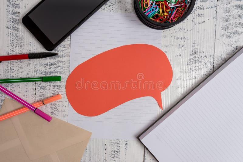 Ο σκληρός φάκελος λεκτικών φυσαλίδων φύλλων εγγράφου σημειωματάριων κάλυψης Smartphone ballpoints χρωμάτισε τον αναδρομικό τρύγο  στοκ εικόνες
