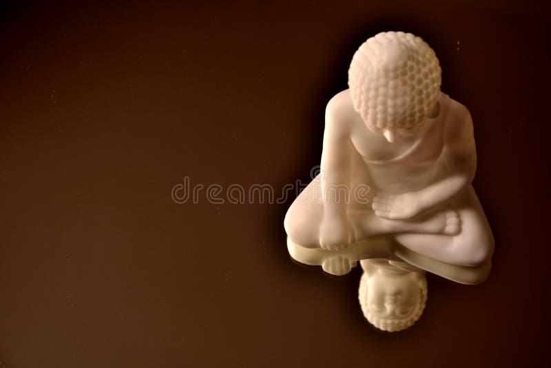 Ο σκονισμένος λευκός Βούδας στοκ φωτογραφίες