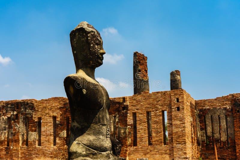 Ο σπασμένος αρχαίος Βούδας δεν έχει κανένα όπλο στοκ εικόνα