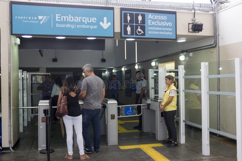 Ο σταθμός τρένου στους Ολυμπιακούς Αγώνες εγκαινιάζεται από τον κυβερνήτη του Ρίο στοκ εικόνες με δικαίωμα ελεύθερης χρήσης