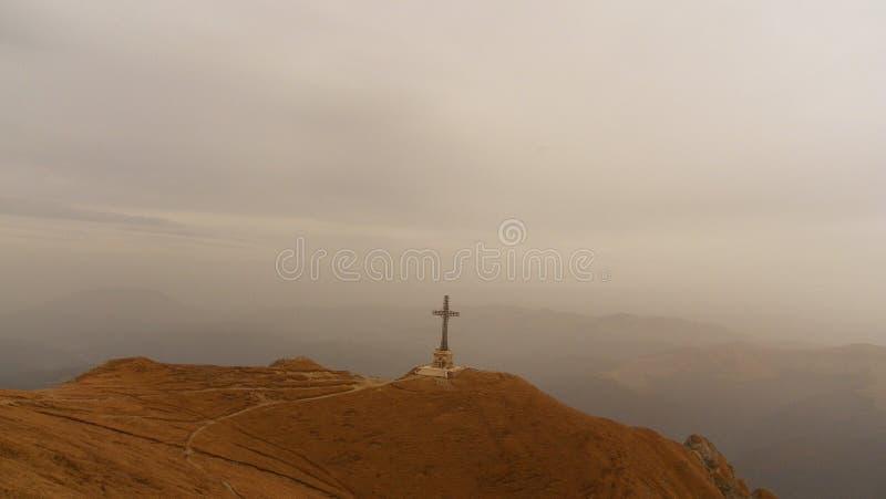 Ο σταυρός Caraiman στοκ φωτογραφίες