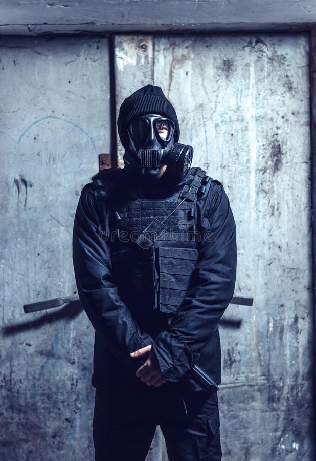 Ο στρατιώτης με τη μάσκα αερίου στοκ φωτογραφία με δικαίωμα ελεύθερης χρήσης