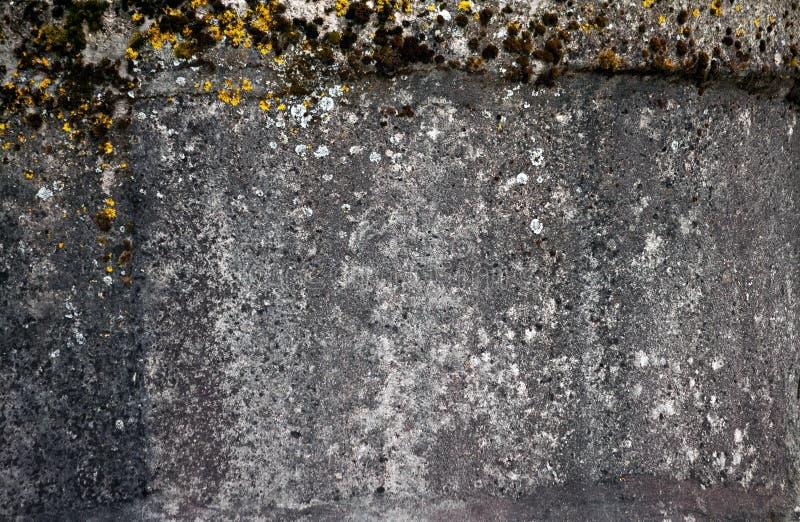 Ο συμπαγής τοίχος είναι παλαιός και shabby στοκ φωτογραφίες