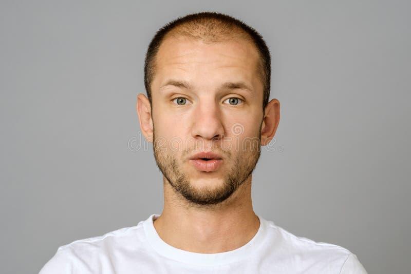 Ο συναισθηματικός τύπος εκφράζει έκπληκτος Του προσώπου έκφραση στοκ φωτογραφία με δικαίωμα ελεύθερης χρήσης