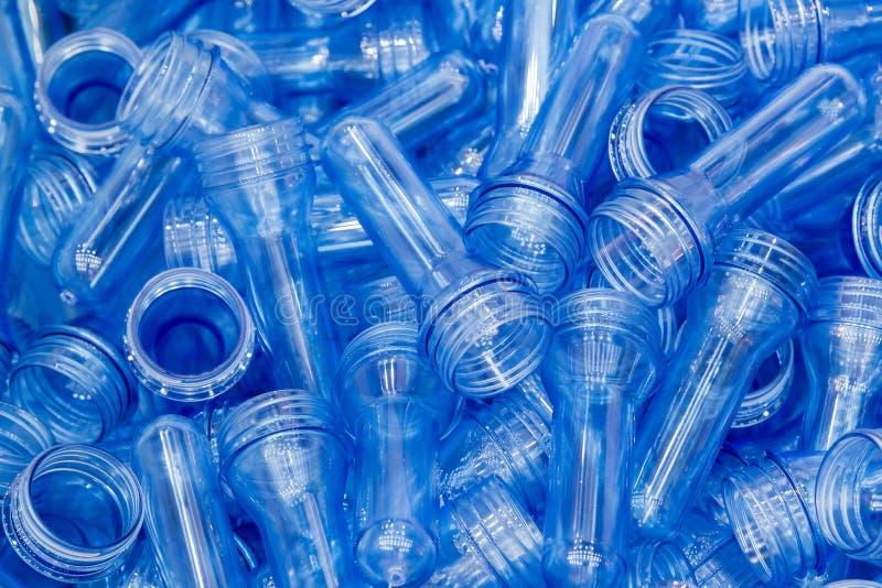Ο σωρός της μορφής προσχηματισμών των πλαστικών προϊόντων μπουκαλιών στοκ φωτογραφία
