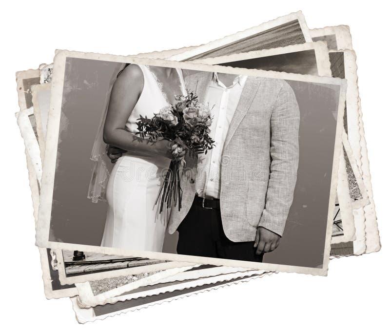 Ο σωρός των παλαιών νεολαιών φωτογραφιών παντρεμένος ακριβώς στοκ εικόνα με δικαίωμα ελεύθερης χρήσης