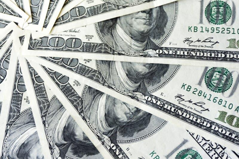 Ο σωρός Crolled 100 λογαριασμών δολαρίων, κλείνει επάνω το τραπεζογραμμάτιο στοκ εικόνες