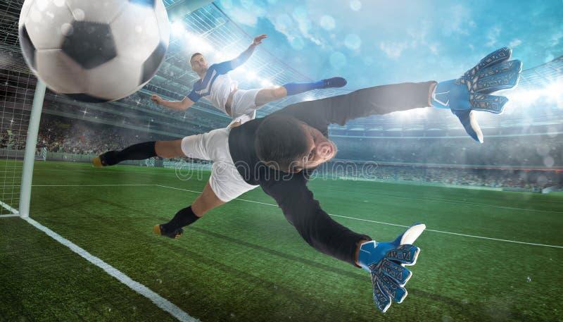 Ο τερματοφύλακας πιάνει τη σφαίρα στο στάδιο κατά τη διάρκεια ενός ποδοσφαιρικού παιχνιδιού στοκ εικόνα