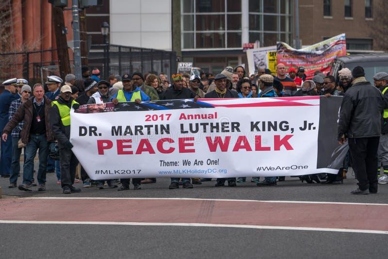 Ο τιμώντας την μνήμη Δρ περιπάτων ειρήνης jr μνημείο Martin βασιλιάδων luther στοκ φωτογραφία