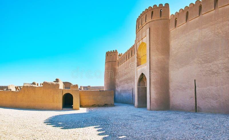 Ο τοίχος προσόψεων του κάστρου Rayen, Ιράν στοκ εικόνες