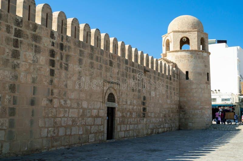 Ο τοίχος Medina Sousse με τον πύργο φρουρίων στοκ εικόνες