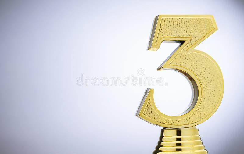 3$ο τοποθετημένο μεταλλικό χρυσό τρόπαιο δρομέων επάνω στοκ φωτογραφίες με δικαίωμα ελεύθερης χρήσης
