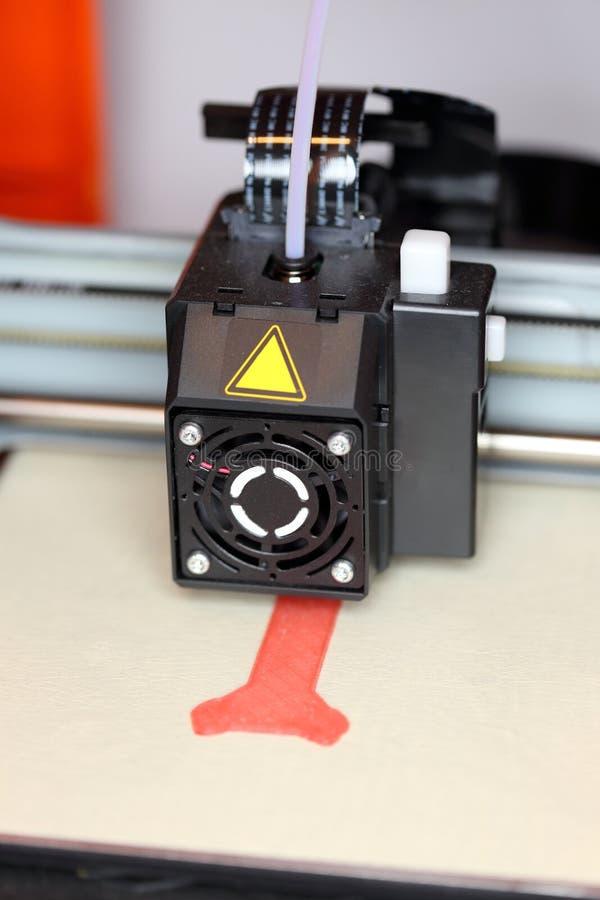 ο τρισδιάστατος εκτυπωτής λειτουργεί στοκ φωτογραφίες