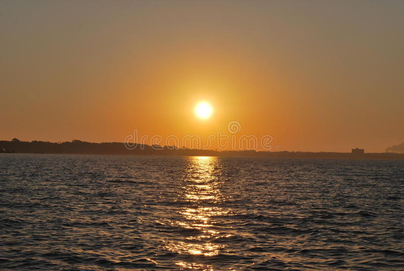 ο τρισδιάστατος ωκεανός δίνει το ηλιοβασίλεμα στοκ φωτογραφία με δικαίωμα ελεύθερης χρήσης