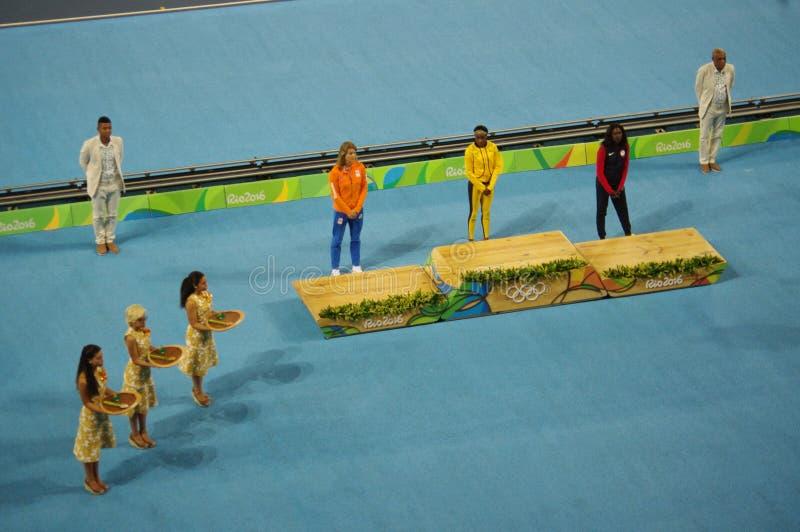 Ολυμπιακός κάτοχος μετάλλιο στο γεγονός ορμής γυναικών ` s 200m στους Ολυμπιακούς Αγώνες Rio2016 στοκ εικόνα με δικαίωμα ελεύθερης χρήσης