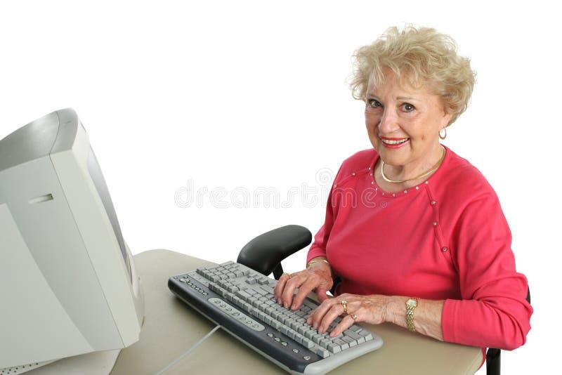 ο υπολογιστής απολαμβάνει το γυναικείο πρεσβύτερο στοκ φωτογραφία με δικαίωμα ελεύθερης χρήσης