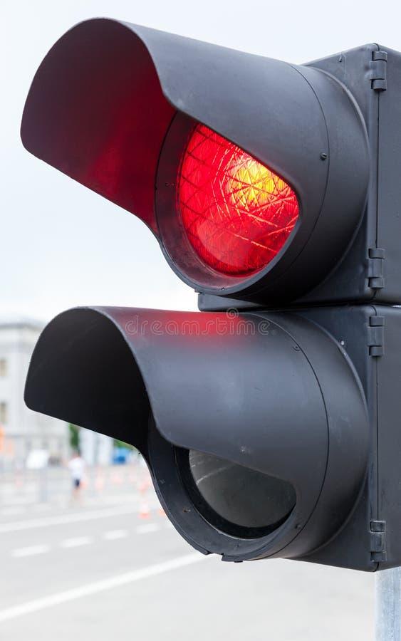 Ο φωτεινός σηματοδότης καίγεται κόκκινο στοκ φωτογραφία με δικαίωμα ελεύθερης χρήσης